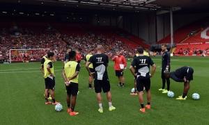 Sesi latihan terbuka di Anfield